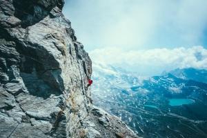 Matterhorn-The-Lion-Ridge-H.-Barmasse-©MathisDumas-1
