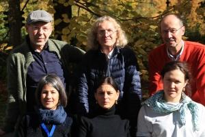 Jury des Bergfilm-Festival 2016; von links, vorne: Ingrid Runggaldier (Italien), Lisa Röösli (Schweiz), Carla Braun-Elwert (Neuseeland); hintere Reihe: Dr. Peter-Hugo Scholz (Deutschland), Adi Stocker (Österreich), Michael Pause - Festival-Direktor. (Foto. Archiv Bergfilm-Festival)