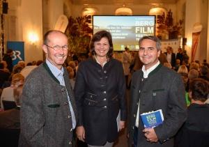 bei der Eröffnung des Festivals, v. li. Michael Pause (Festival-Direktor), Staatsministerin Ilse Aigner, Bürgermeister Johannes Hagn. (Foto: Thomas Plettenberg)