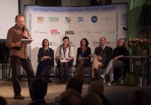 Die Jury Dr. Peter-Hugo Scholz (Deutschland), Ingrid Runggaldier (Italien), Carla Braun-Elwert (Neuseeland), Lisa Röösli (Schweiz), Michael Pause (Festivaldirektor), Adi Stocker (Österreich) (Foto: Thomas Plettenberg)