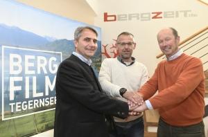 Bergfilmfestival mit neuem Sponsor Bergzeit . v lks Bürgermeister Johann Hagn Stadt Tegernsee, Maximilian Hofbauer Bergzeit Geschäftsführer, Michael Pause Festivalleiter